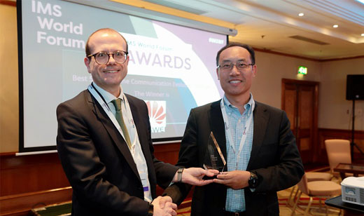 Zhao Yue (right), Vice President of Huawei Cloud Communication Product Line, receiving the awards at the IMS World Forum in London