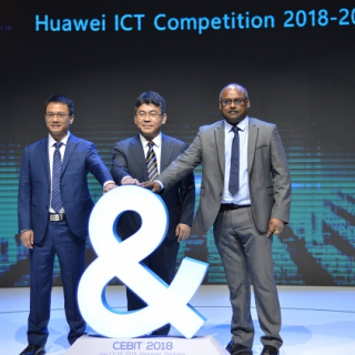 In the middle: Feng Baoshuai, Director of the Global Training & Certification Dept. of Huawei Enterprise BG; On the left: Zha Xinliang, Certification Director of the Training & Certification Dept. of Huawei Enterprise BG; On the right: Suresh Kamadchisundaram, Vice Chair of Huawei ICT Academy, U.K. Advisory Board Sub-group.